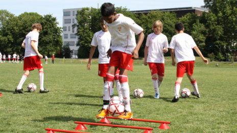 /?proxy=REDAKTION/Verein/Fussballschule/News/2011/kickenlesen-Camp_02_464x261.jpg