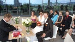 /?proxy=REDAKTION/Mercedes-Benz_Arena/Aktuell/News-2013/Hochzeit_Kaufmann_Ohnemus_255x143.jpg